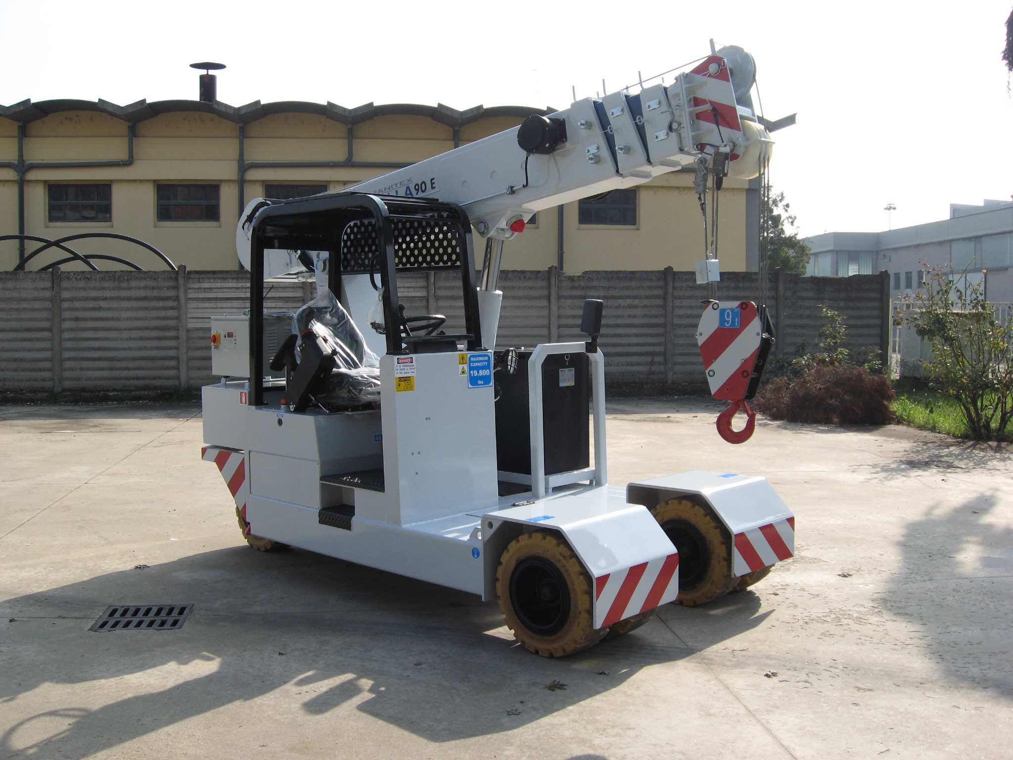 Valla 90E for sale or rent in North America. Electric Pick & Carry 9 mt capacity - 19,800 lb capacity, 21,000 lb total weight. Learn more...